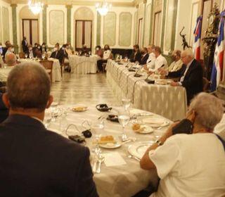 Presidente Abinader comparte con periodistas haitianos