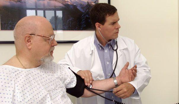 Científicos británicos hallan cura para la hipertensión