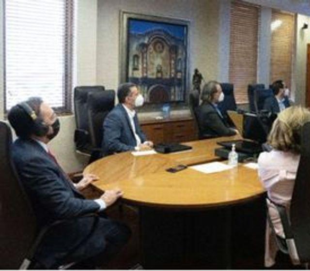 Valdez Albizu expone a ejecutiva FMI medidas BC para lograr crecimiento económico en RD